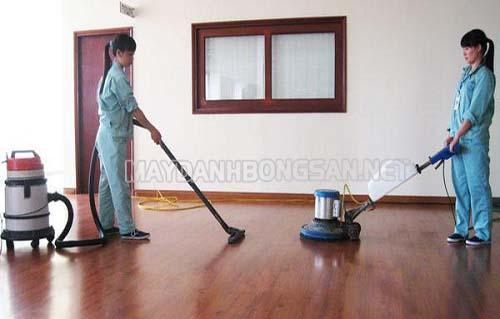 Trước khi đánh bóng cần vệ sinh sàn sạch sẽ bằng các thiết bị chuyên dụng