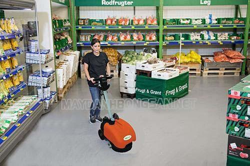 Sử dụng máy chà sàn có thể giảm được chi phí thuê nhân công