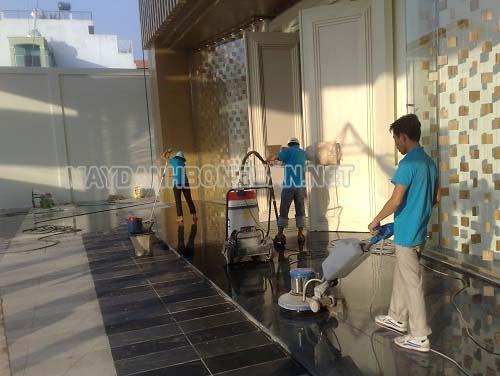 Sử dụng thiết bị chà sàn không gây ô nhiễm môi trường và tiếng ồn