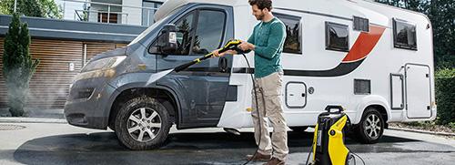 Máy rửa xe là thiết bị có khả năng xịt rửa mạnh mẽ
