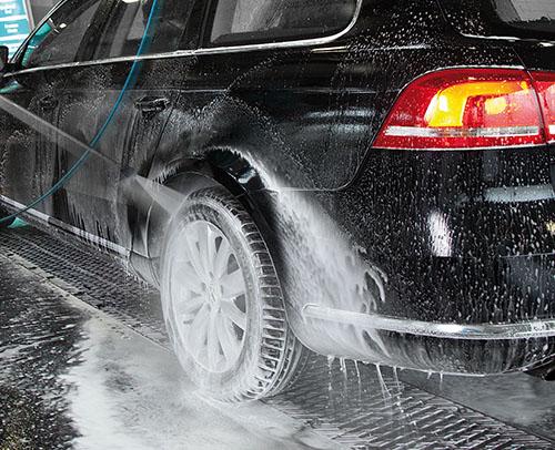 Máy rửa xe giúp đánh bay mọi vết bẩn cứng đầu