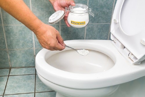 cách dùng baking soda tẩy nhà vệ sinh