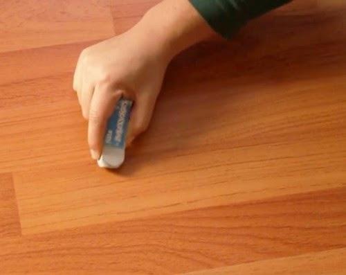 Cách tẩy vết xước trên sàn gỗ