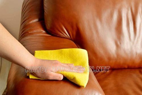 Cách tẩy vết mực trên ghế sofa