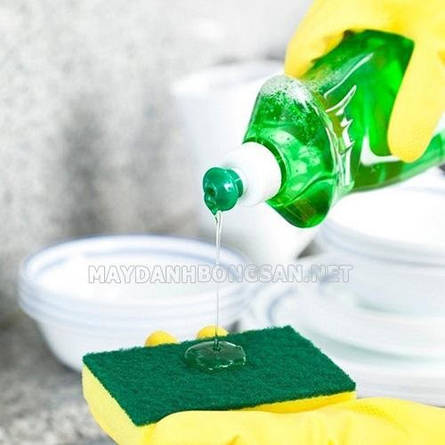 tẩy vết băng dính trên nhựa