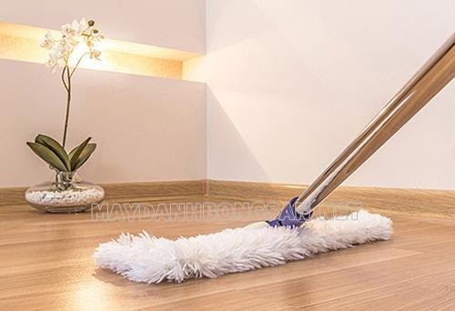 Cách lau sàn nhà không bị tanh