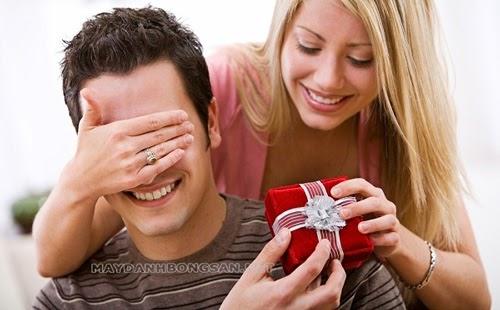 valentine trắng nên tặng quà gì cho bạn trai